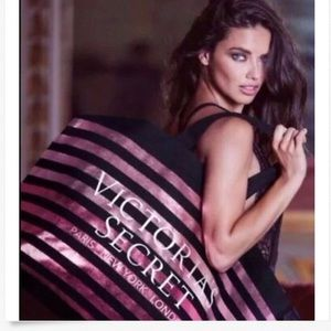 New Victoria's Secret gorgeous weekender tote!